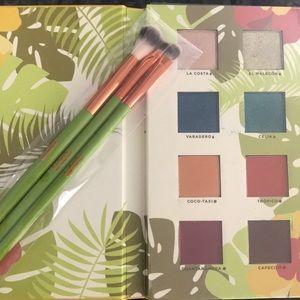 Other - Alamar Eyeshadow Palette & Brushes